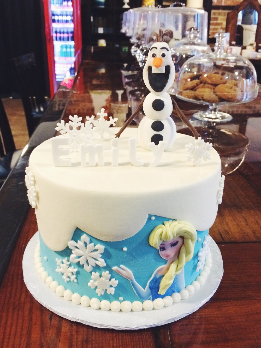 frozen-olaf-party-cake-sugarbeesweets.JPG