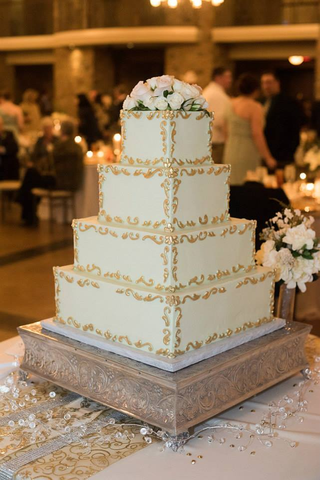 Custom_Square_wedding_cake_gold_buttercream_piping_sugarbeesweets.jpg