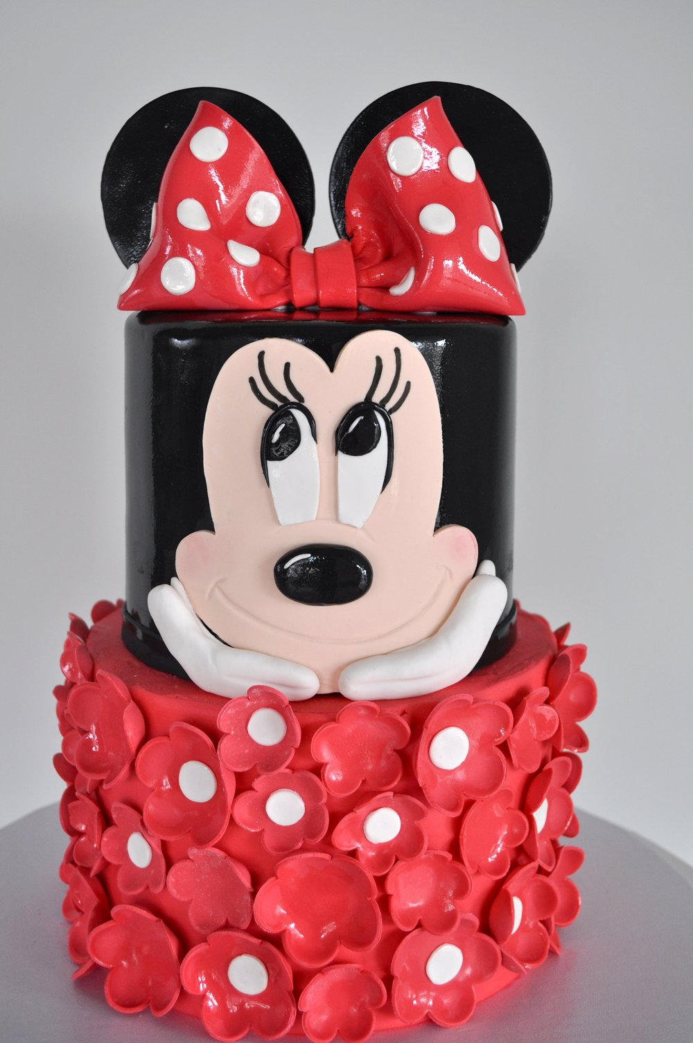 custom-cake-minniemouse-flower-sugarbeesweets.jpg