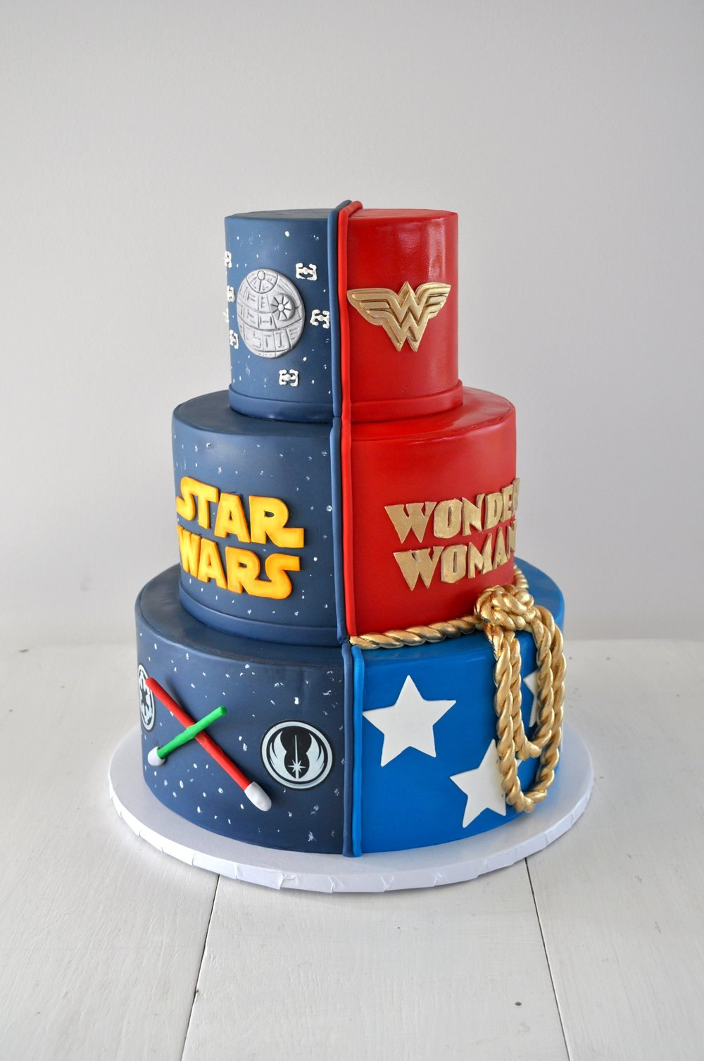 Custom Cake Starwars Wonderwoman Sugarbeesweets