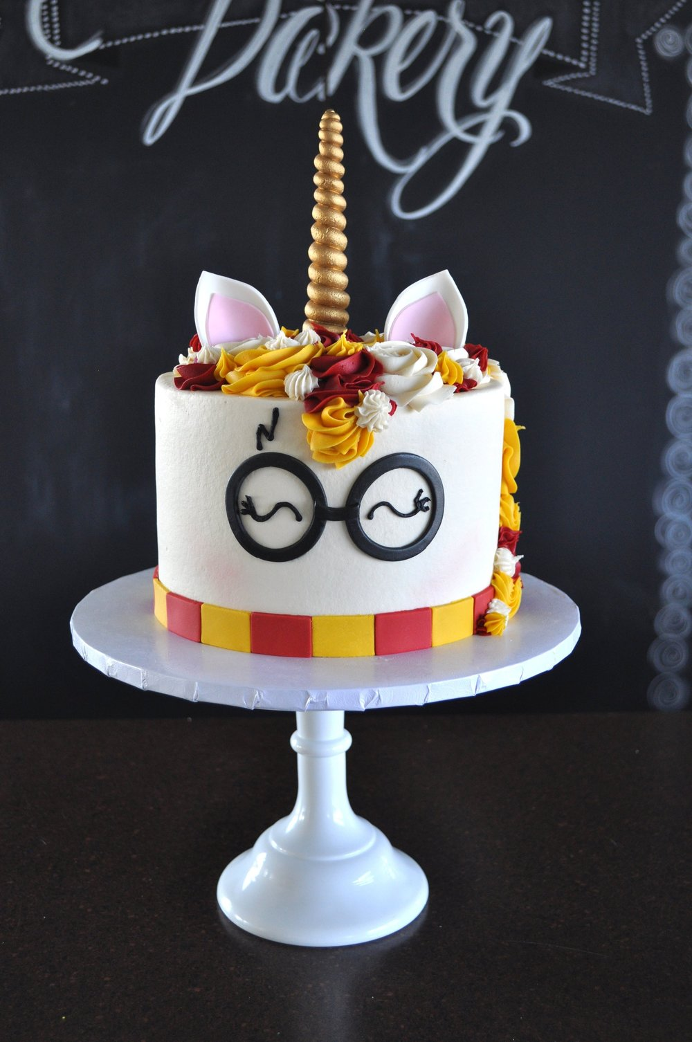 custom-cake-harrypotter-unicorn-sugarbeesweets.jpg