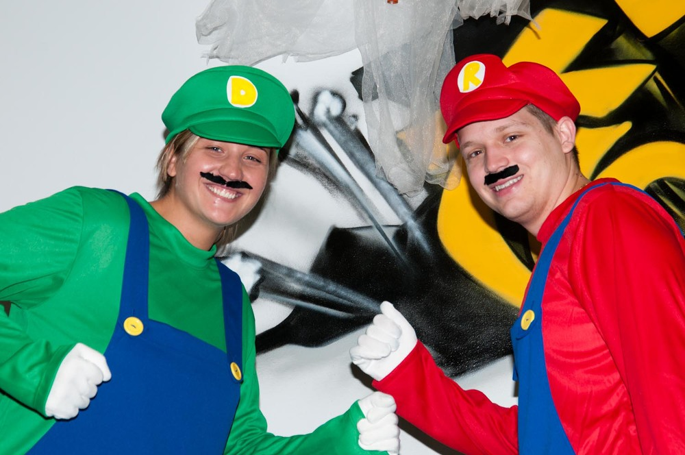 Dania & Ryan - Mario Bros