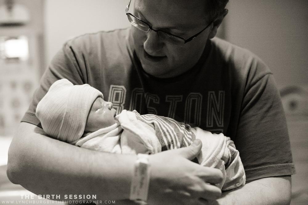 Virginia-Baptist-Birth-Photographer_0039.jpg