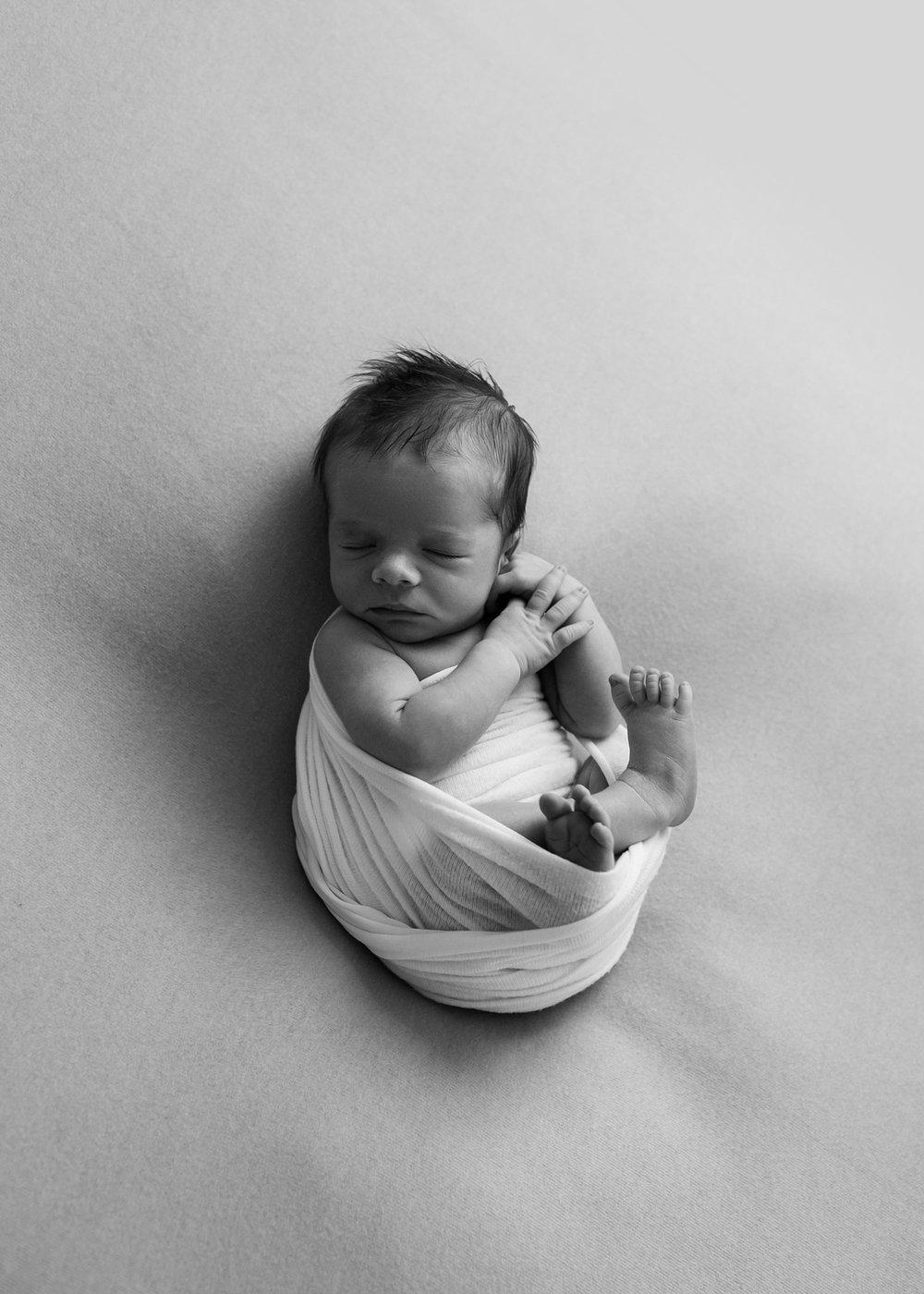 lynchburg-virginia-newborn-pictures-in-the-studio_0014.jpg