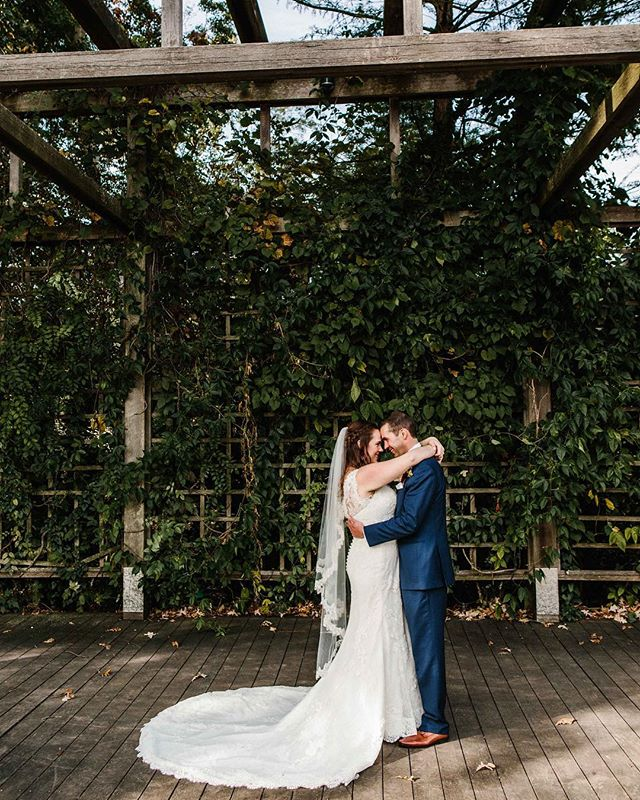 🍂 congrats to Molly + Tony who were married yesterday! your day was absolutely beautiful. thanks for sharing it with us! 😌
