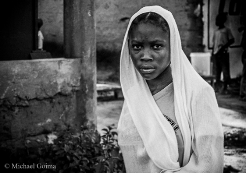 This is one of the images I love that I shot with the Nikon D40. I captured this image as I passed this young lady in the streets of Temeke.