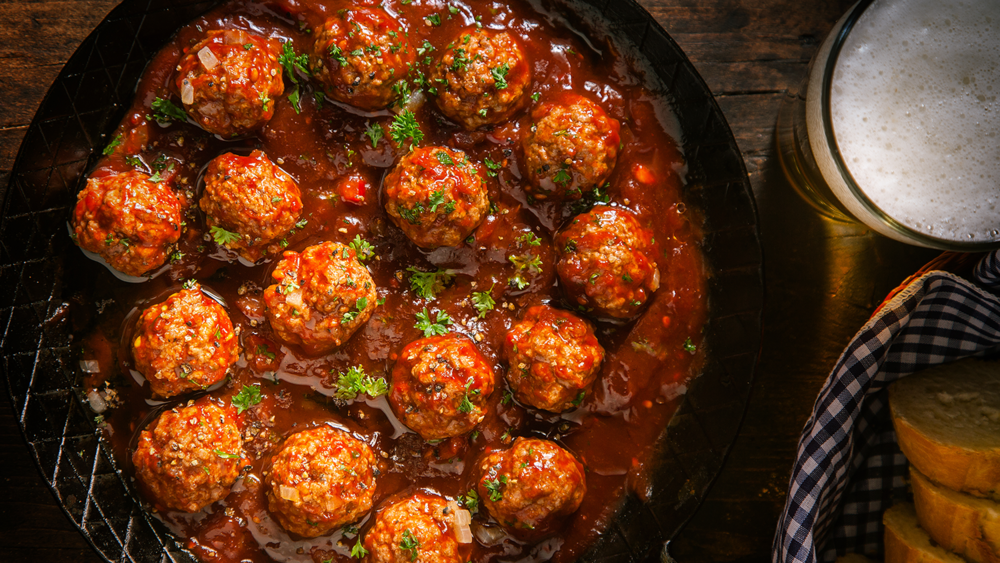 NONNA'S SPICY MEATBALLS  |  GET RECIPE >