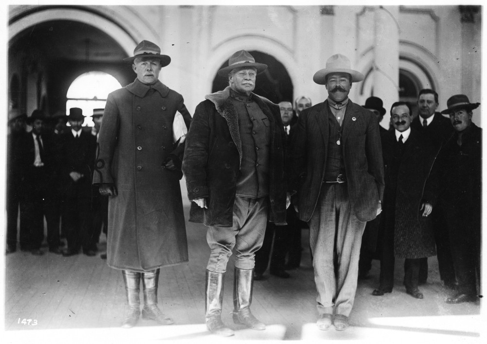 Generals Mitchie, Scott and Pancho Villa in a meeting in El Paso organized by Felix A. Sommerfeld