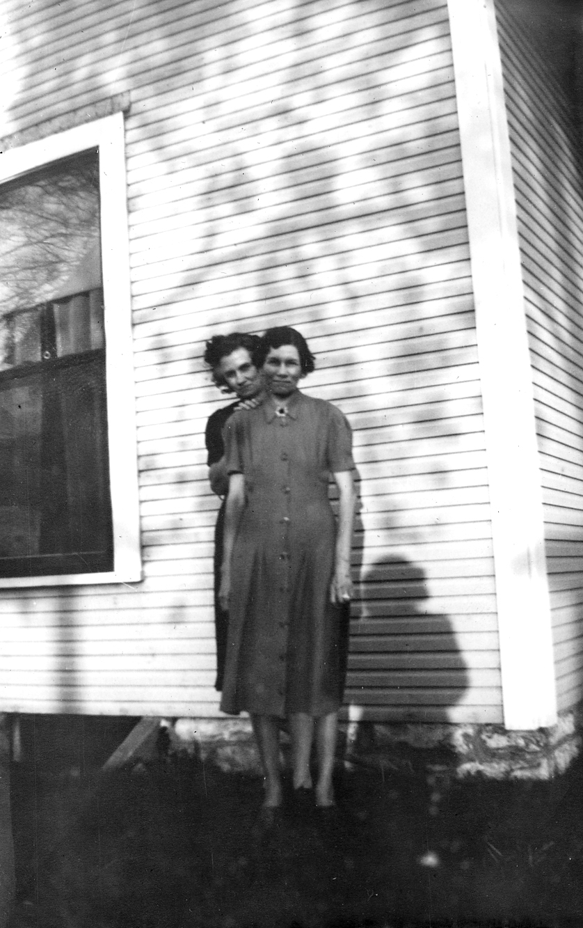 Flossie and Bess  After Pearl moved out, Flossie's older sister Bess moved into Betty Jo's room. Bess had just gotten out of a sanitarium in Indianapolis where she had had electric shock treatments. They had also removed her teeth because that was thought to improve kidney disease from which she suffered.  Bess liked to make rag rugs and had a daughter named Vendetta.