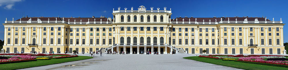 1280px-Schönbrunn,_Viedeň,_Rakúsko.jpg