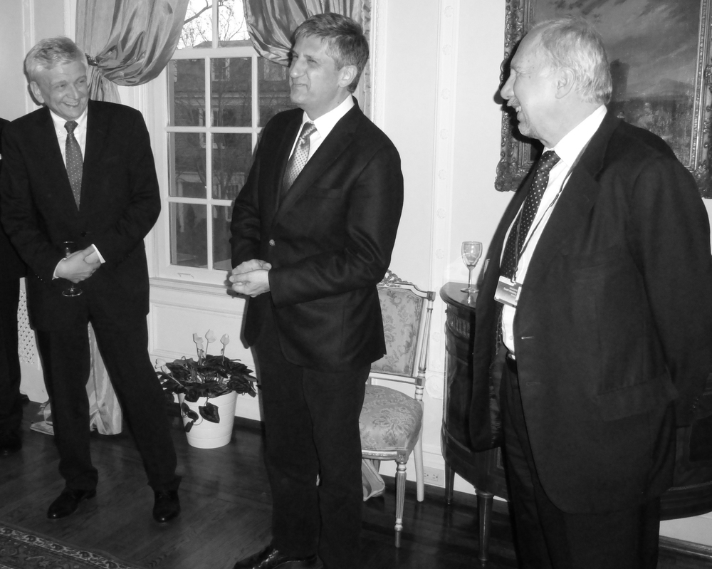 Austrian Vice-Chancellor Michael Spindelegger (middle) together with Governor Ewald Nowotny (right) and Austrian Ambassador Hans Peter Manz (left)