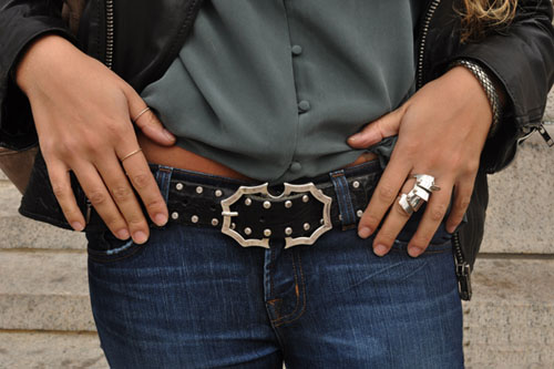 Batman belt buckle and thumb rings. Mila columbia university new york campus sartorialist fashion street style