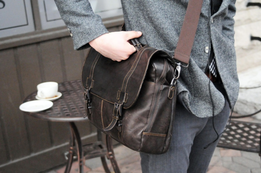 Purdue Student, tweed, brown leather shoulder bag, jeans