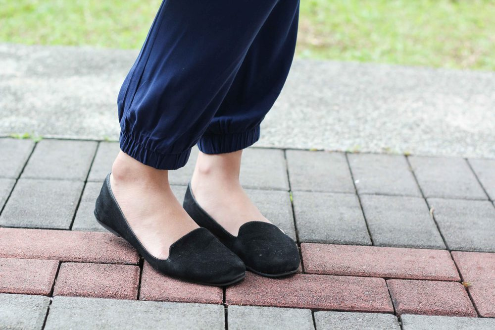 Nanyang Technical University  White Mandarin Collar Shirt  Blue High-Waisted Pants  Black Slippers  Black Tassel Purse