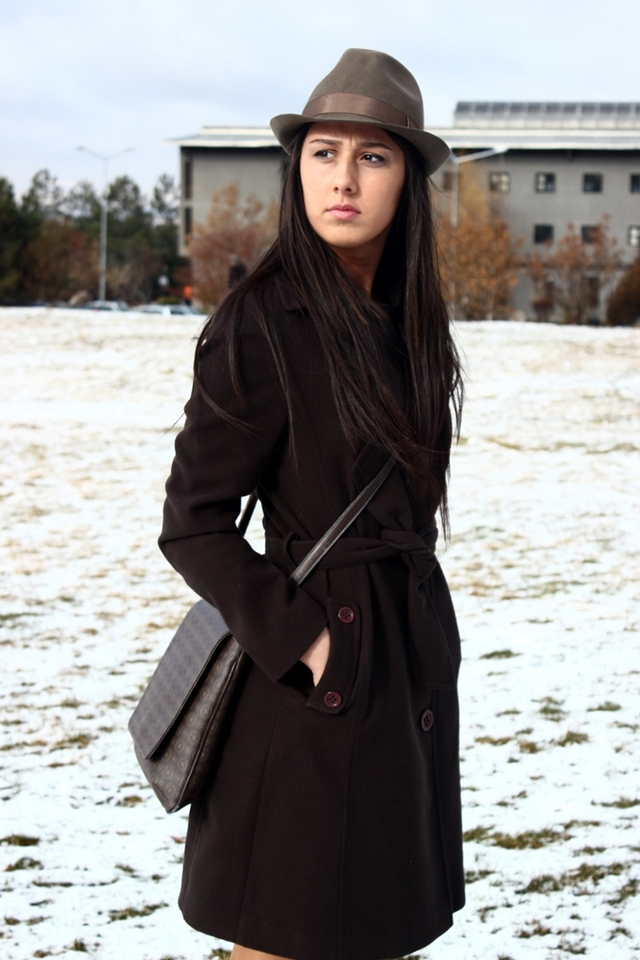 Bilkent University Black Trenchcoat Golden Chain Rubber Boots
