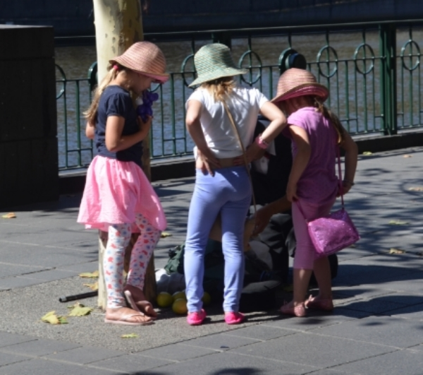 My friend, Sandy, the dermatologist, would be so pleased to see how sun-protected these kids are.  The sun is bright sun down under and it is summer.   I did not see one child without a hat.