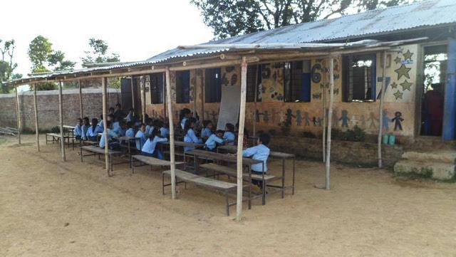 una de las escuelas reconstridas.jpg