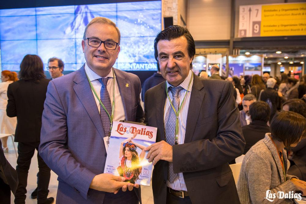 El presidente del Consell de Ibiza, Vicent Torres, junto a Juanito de Las Dalias en el stand de Ibiza.