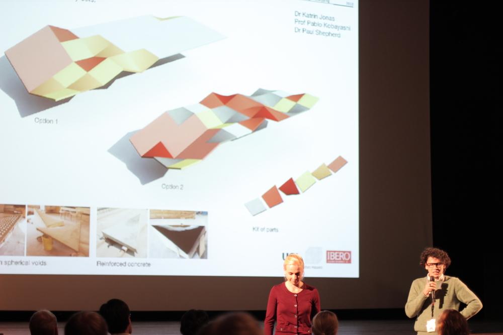 El Mtro. Pablo Kobayashi presentando durante el Design Modelling Symposium 2013
