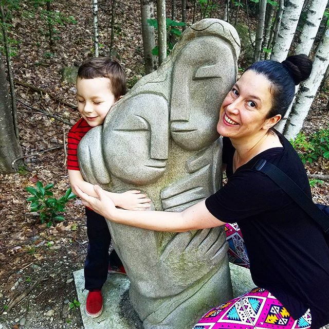 Great hike with the family on some cool trails at the Andres Institute of Art. 🌲🗿 @karamananda