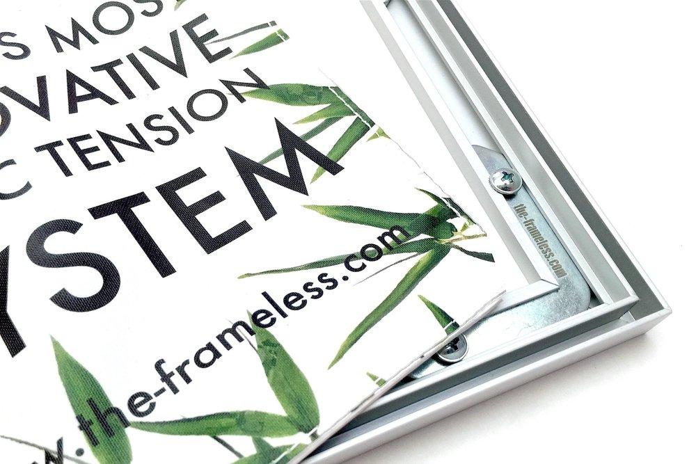 Frameless®Tekstil Çerçeve - Frameless®,kumaş baskılar için çeşitli çözümler sunan dinamik bir çerçeve sistemidir. Sistemin en belirgin özelliği afişinizi kapatacak bir çerçevenin olmamasıdır.Frameless® Sistemini keşfet