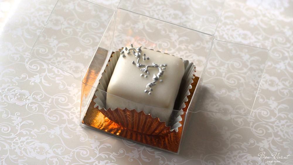 Decoration: Silver Rococo