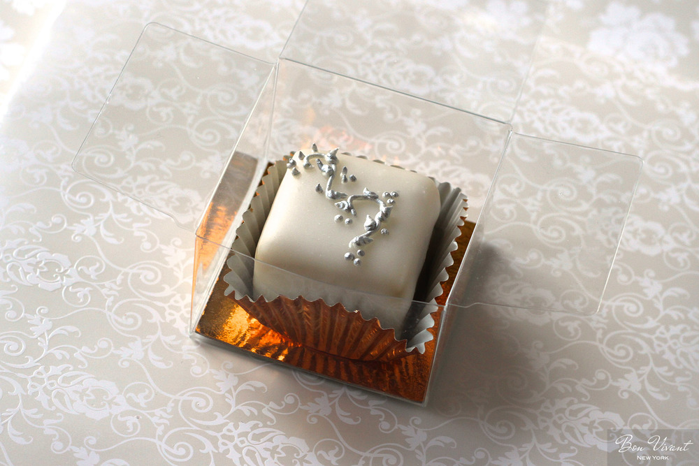 Silver Rococo Wedding Collection - Petit cake favor