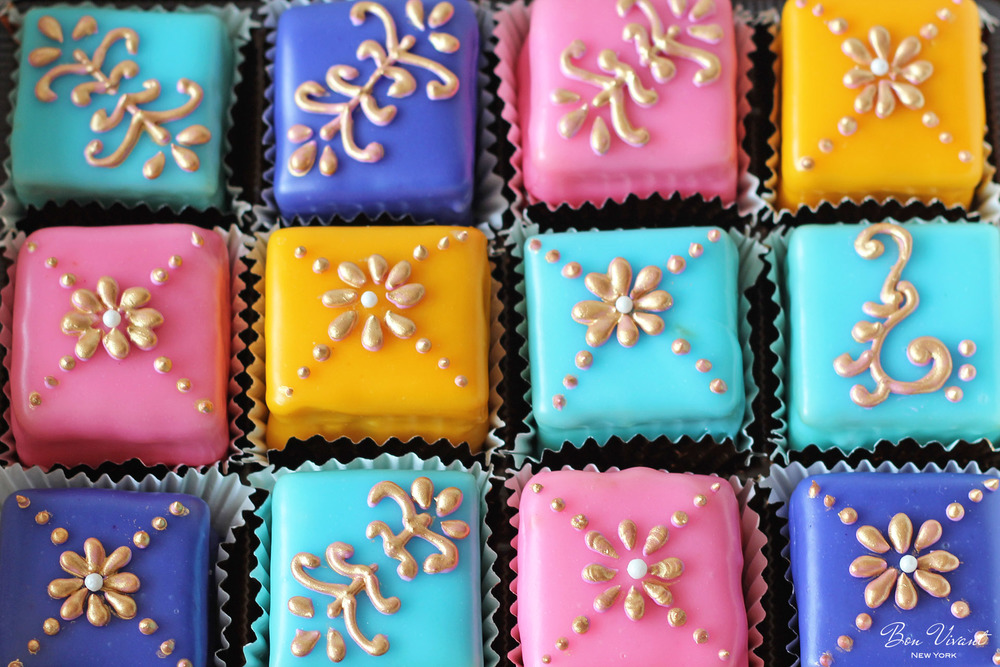Petit cake in Turkish colors and gold piped patterns