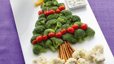 Christmas tree veggie spread. // Pinterest