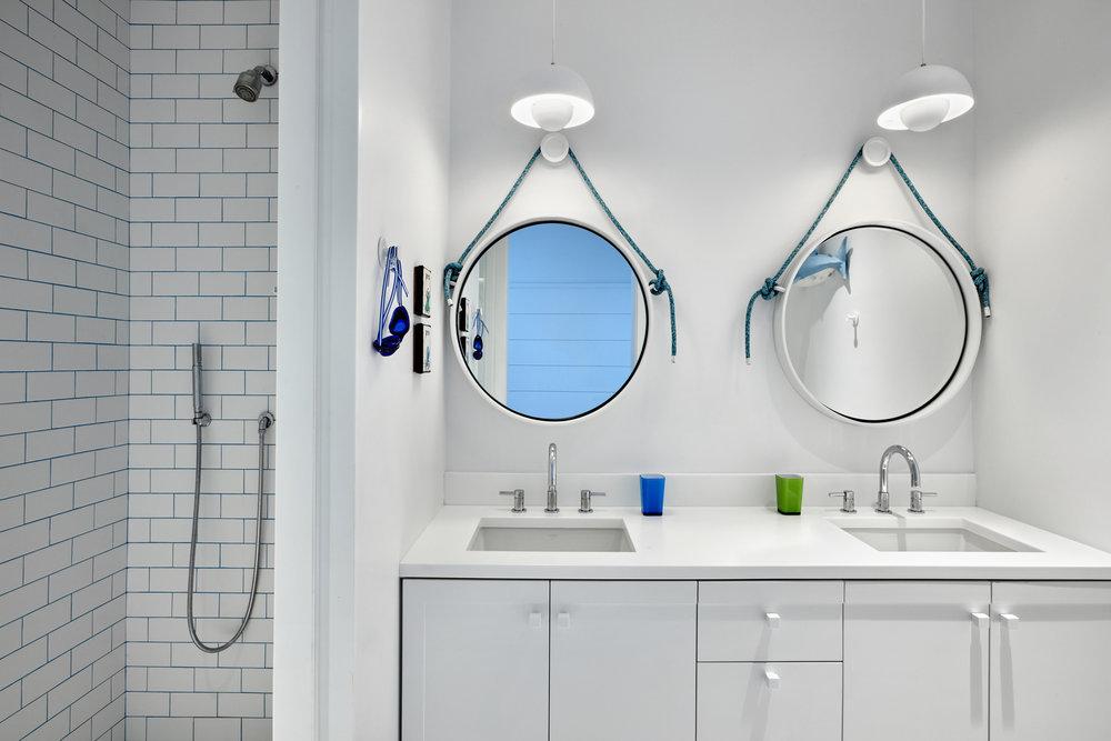 © ghislaine vinas interior design_montauk_twins_bath.jpg