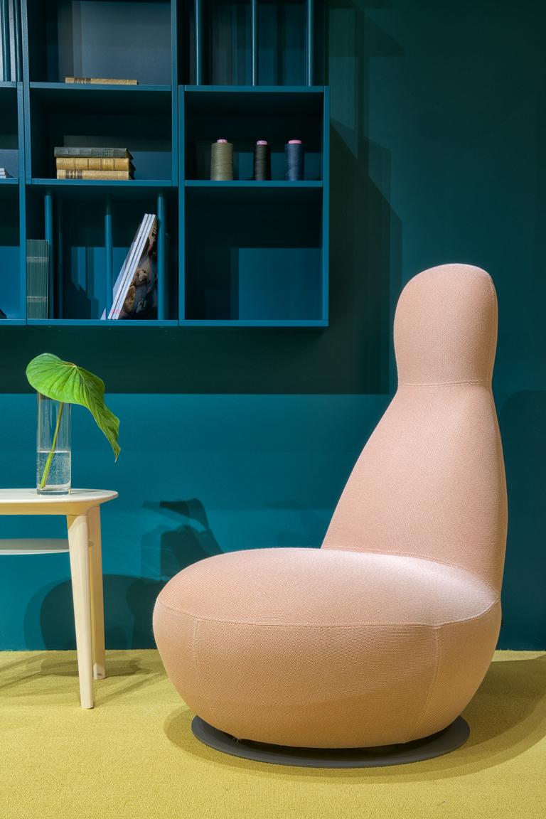 ©ghislaine vinas_ss_solid_chair.jpg