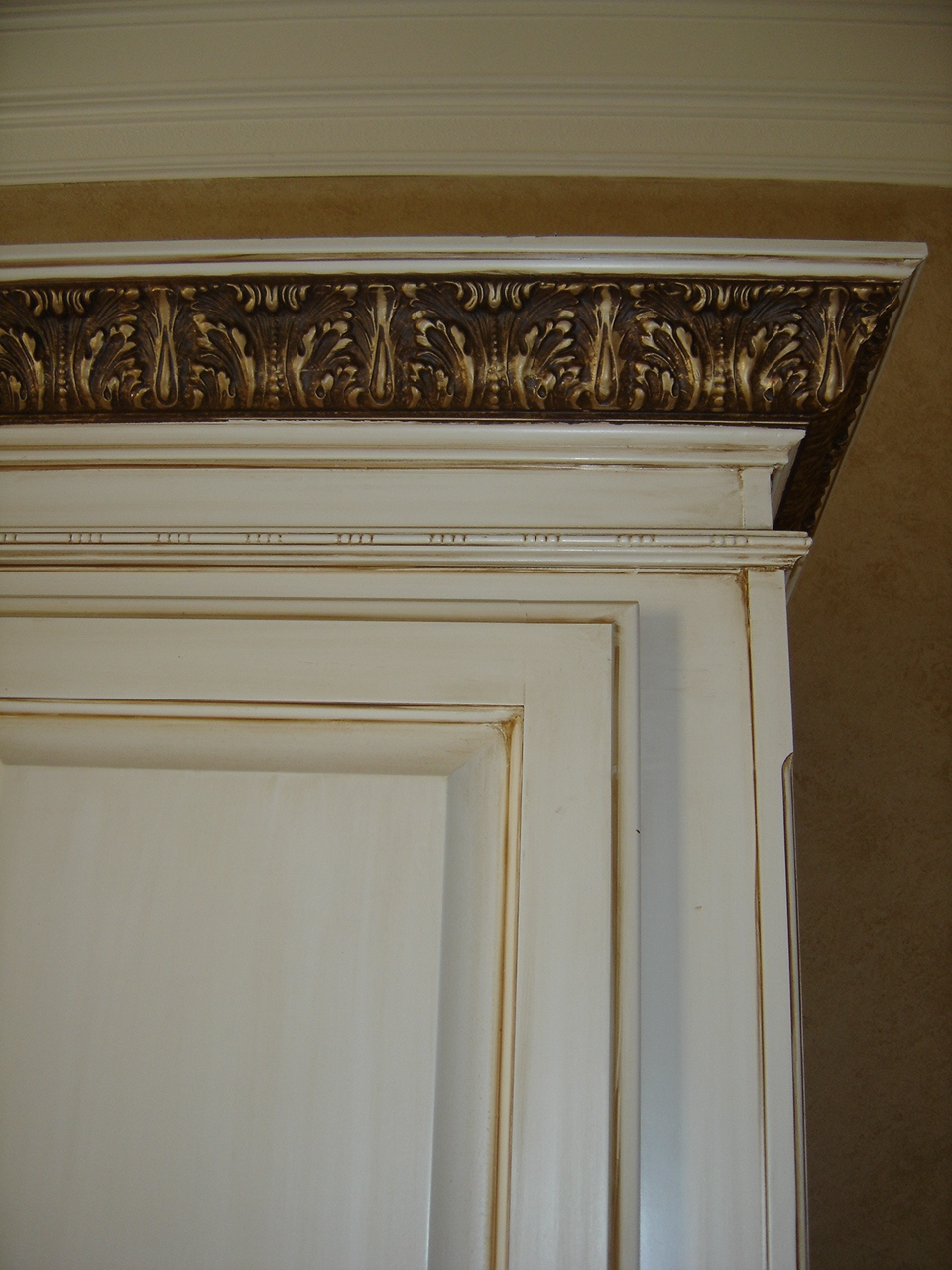 Antiqued Cabinet Glaze