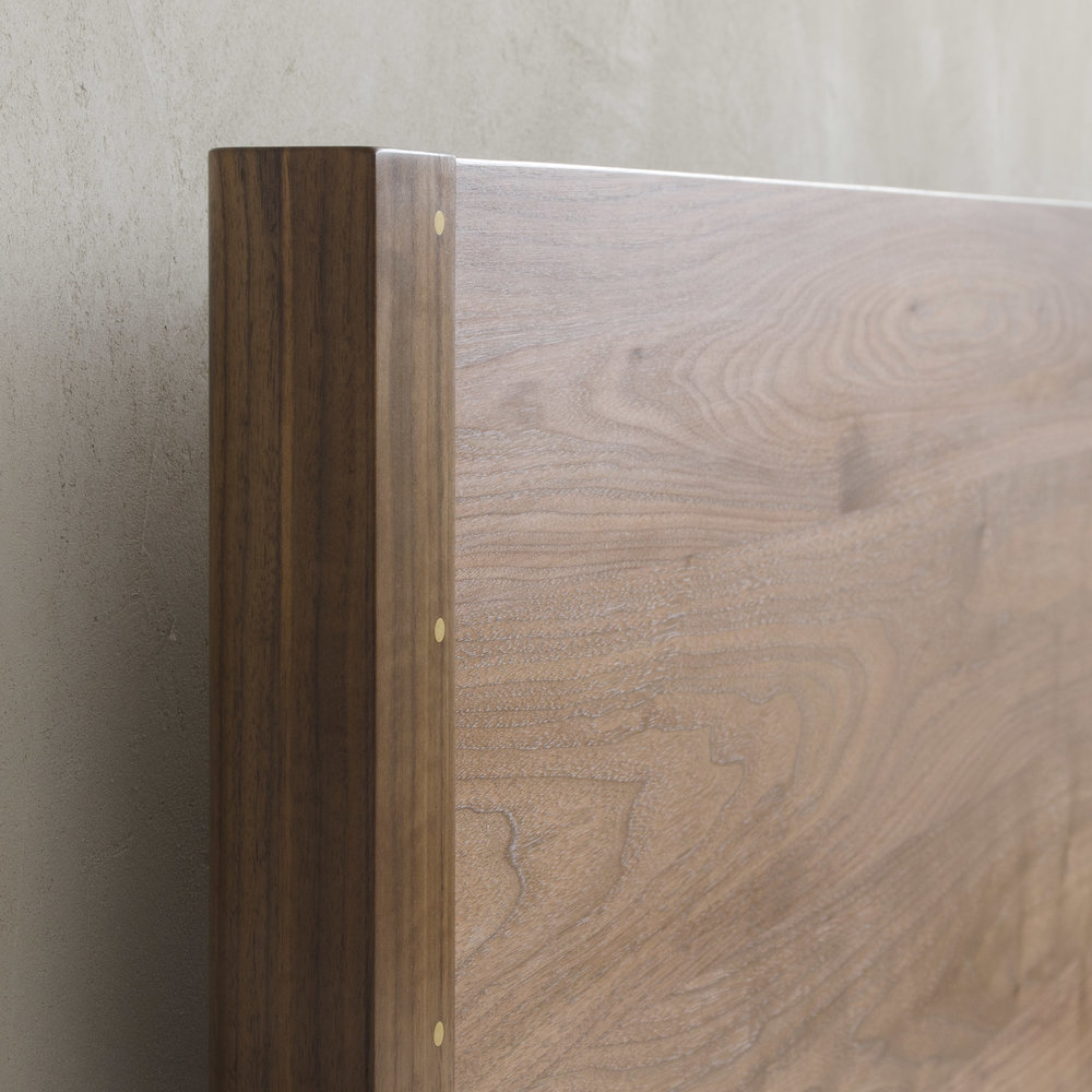 Natural Walnut, Queen, Low0939_sq.jpg