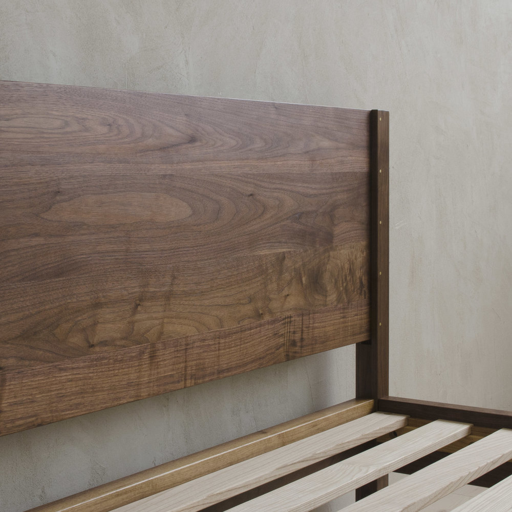 Natural Walnut, Queen, Low0942_sq.jpg