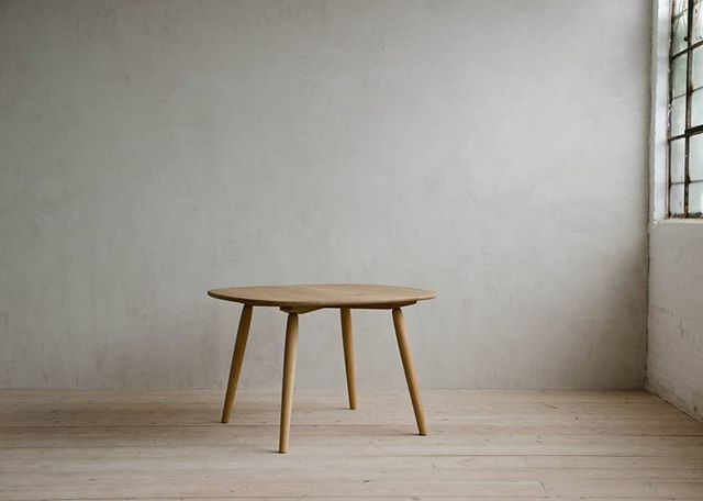 NOMAD DINING TABLE •  Size Small •  Natural Oak Finish