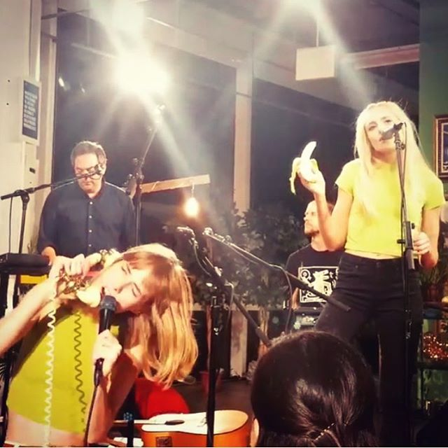 Fun gig tonight for @amazonmusic ☎️🍌 Next show is at Berlin (E Village) Oct 26🤙 #bananaphone