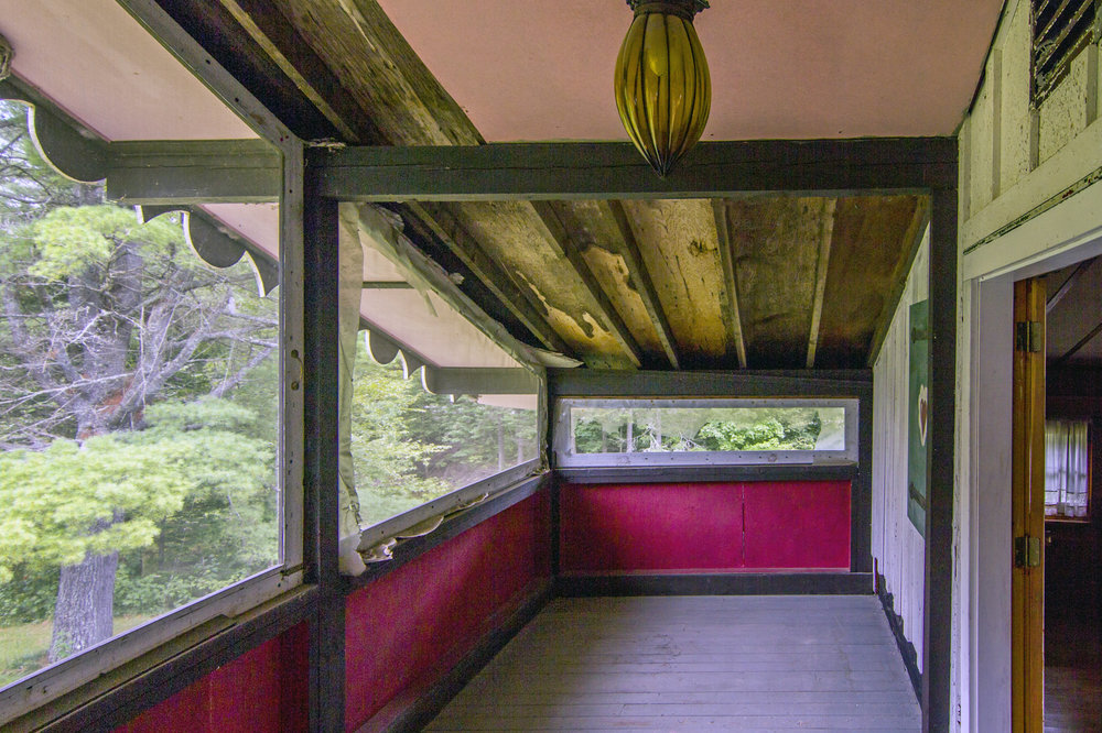 2nd-floor sleeping porch