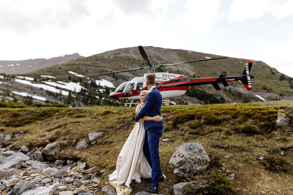 031-helicopter-elopement-photographers-banff.jpg