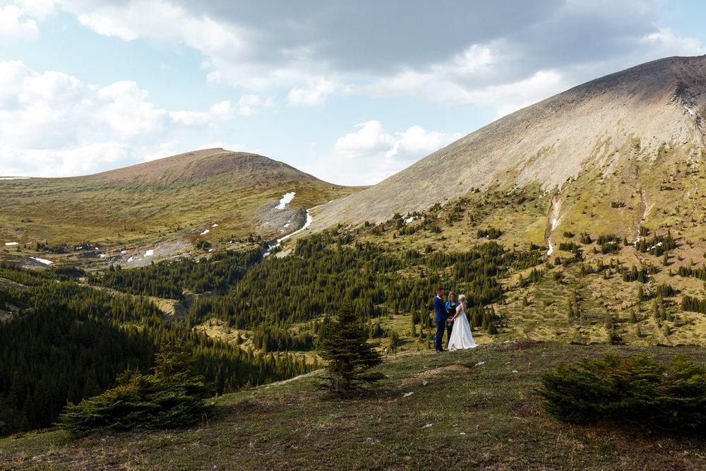 040-helicopter-elopement-photographers-banff.jpg