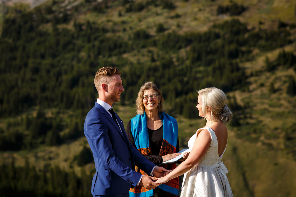 041-helicopter-elopement-photographers-banff.jpg