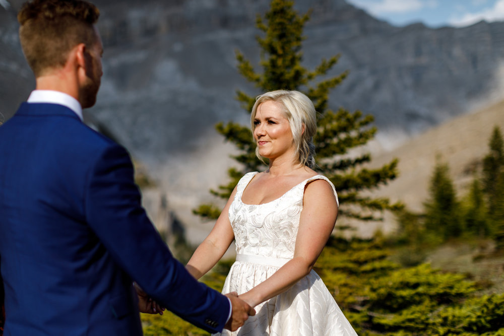 042-helicopter-elopement-photographers-banff.jpg