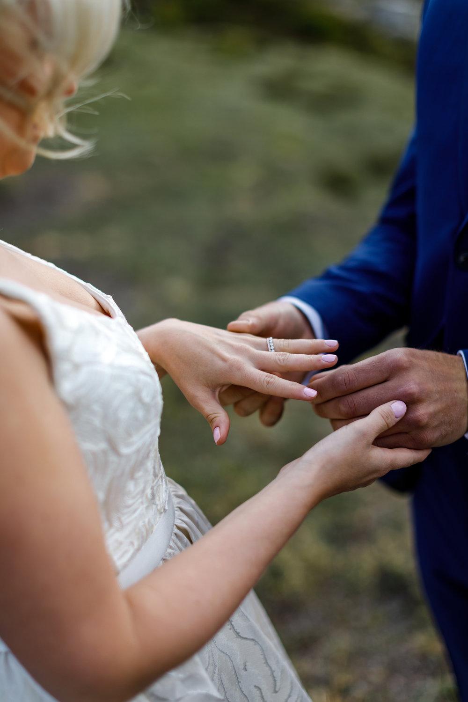 050-helicopter-elopement-photographers-banff.jpg