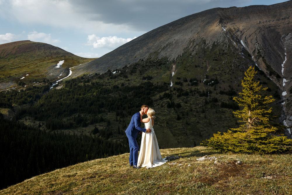 053-helicopter-elopement-photographers-banff.jpg
