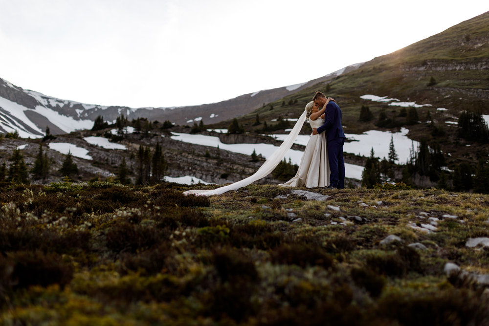 068-helicopter-elopement-photographers-banff.jpg