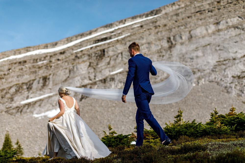 070-helicopter-elopement-photographers-banff.jpg