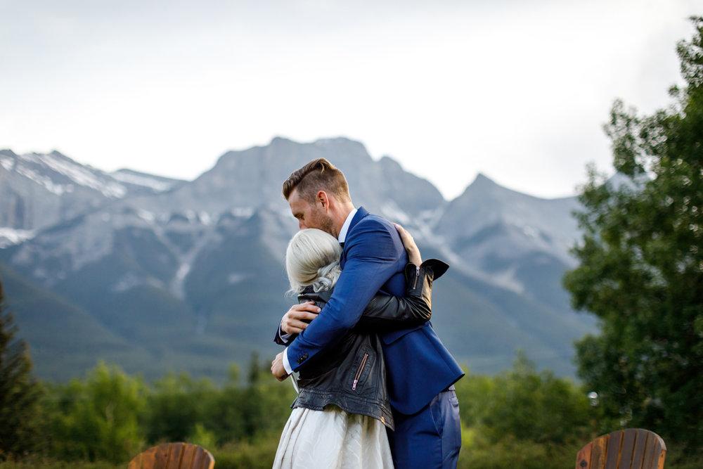 083-helicopter-elopement-photographers-banff.jpg