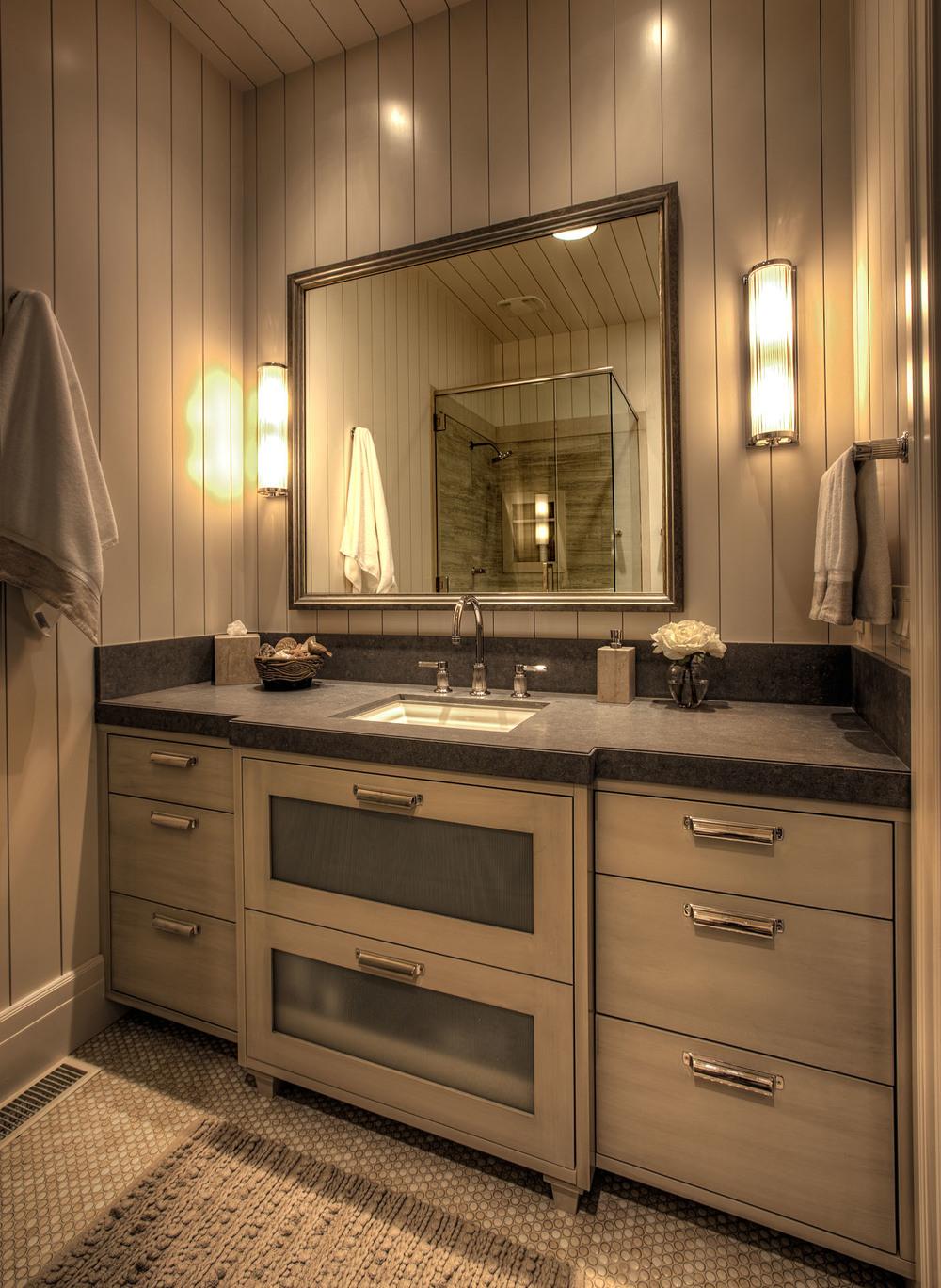 Clark 3401-19_E0E8787_Upstairs Hall Bath.jpg