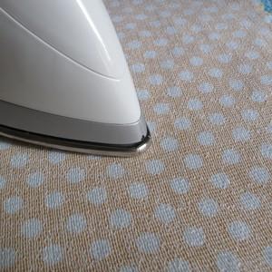 Αρχικά στο  ύφασμα σιδερώστε την καρίνα που ανέφερα προηγουμένως απο την  λεία πλευρά  First iron the interfacing fabric to the polka dots fabric from the soft  surface.