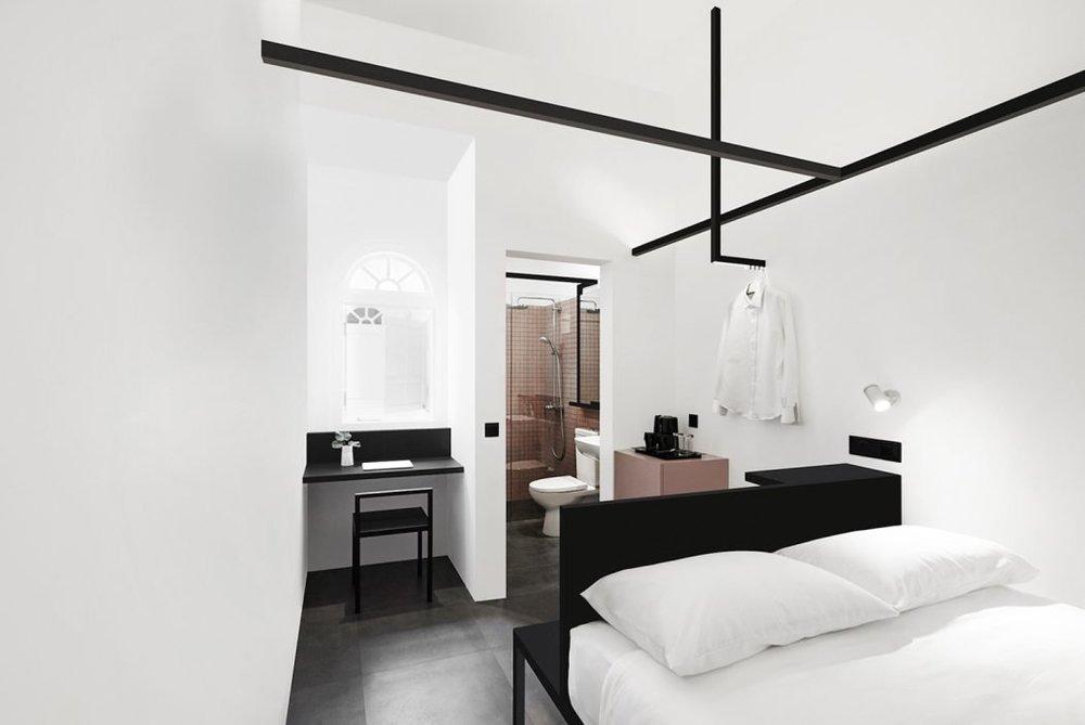 hotel-mono-2.jpg
