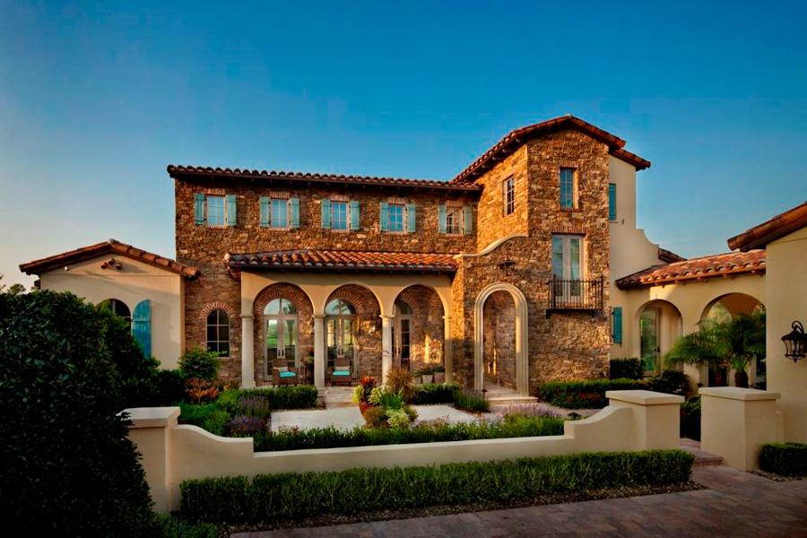 Exterior-of-Typical-Walt-Disney-World-Golden-Oak-Home.jpeg